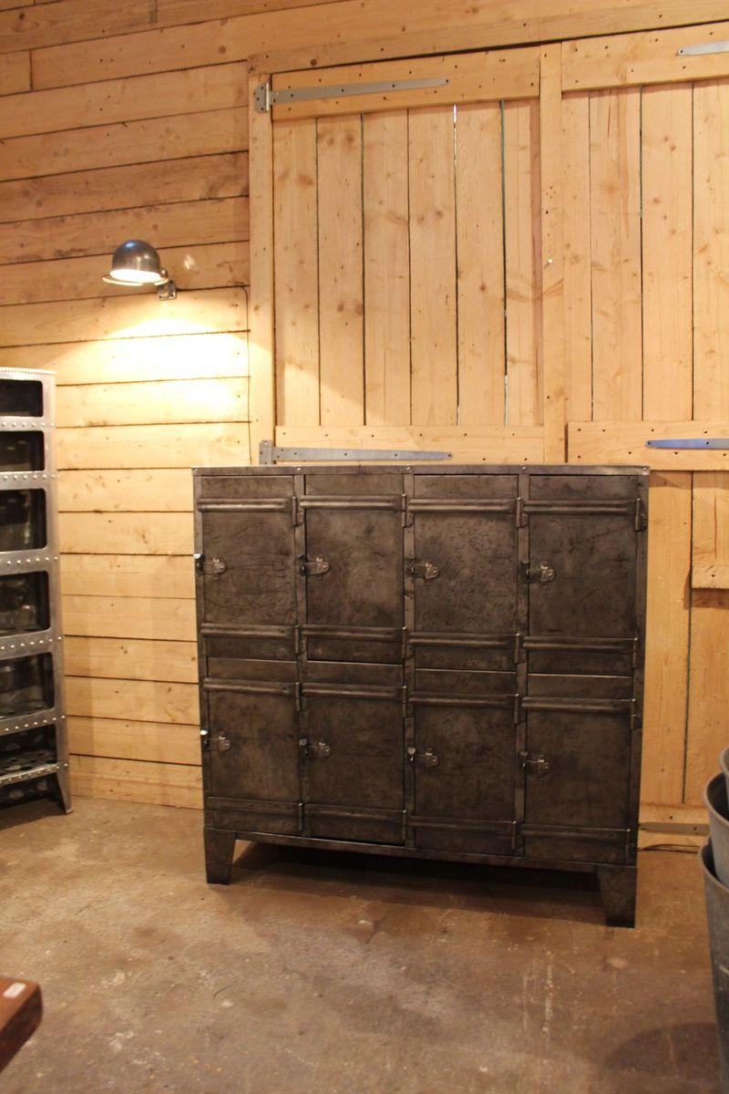 industrieller metall schrank mit acht t ren 1950er bei. Black Bedroom Furniture Sets. Home Design Ideas