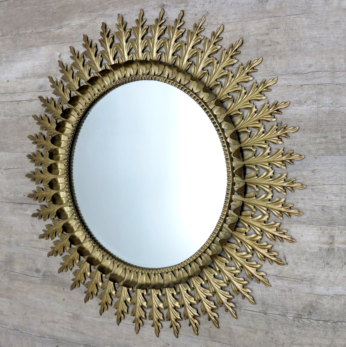 Gro er franz sischer spiegel mit messingrahmen in sonnen for Spiegel mit messingrahmen