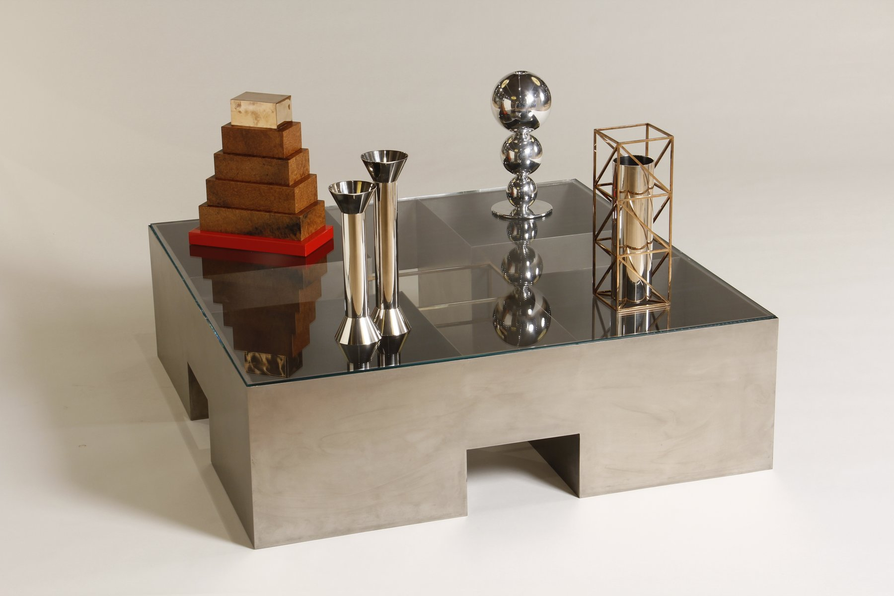 Italian coffee table with objects by alessandro mendini for Designer milano
