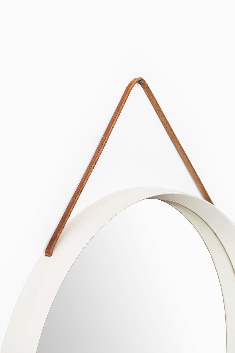 runder vintage spiegel mit wei em rahmen und lederriemen. Black Bedroom Furniture Sets. Home Design Ideas