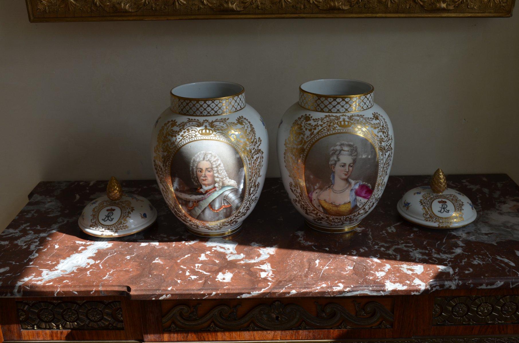 gro e k nig k nigin vintage vasen mit deckel 2er set bei pamono kaufen. Black Bedroom Furniture Sets. Home Design Ideas