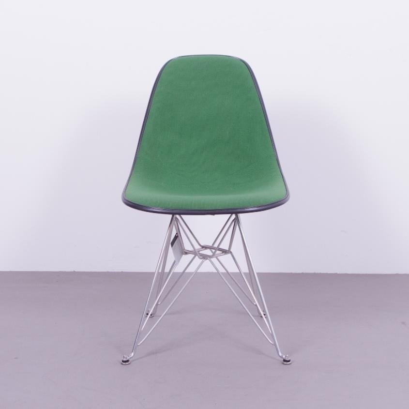 chaise en fibre de verre noire avec si ge vert par charles ray eames pour herman miller 1970s. Black Bedroom Furniture Sets. Home Design Ideas