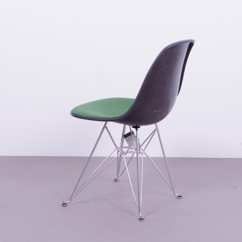 chaise en fibre de verre noire avec si ge vert par charles ray eames pour herman miller 1970s. Black Bedroom Furniture Sets. Home Design Ideas