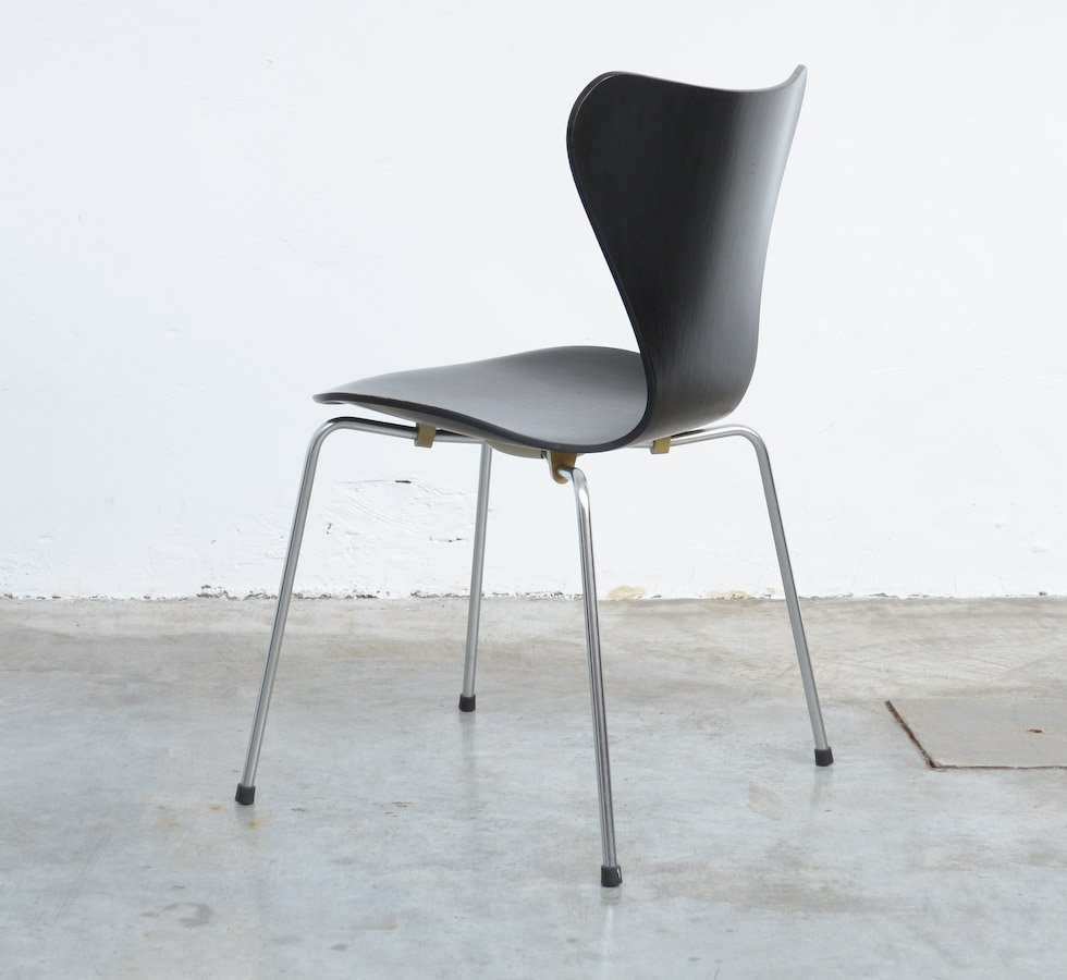 3107 Series Butterfly Chair By Arne Jacobsen For Fritz