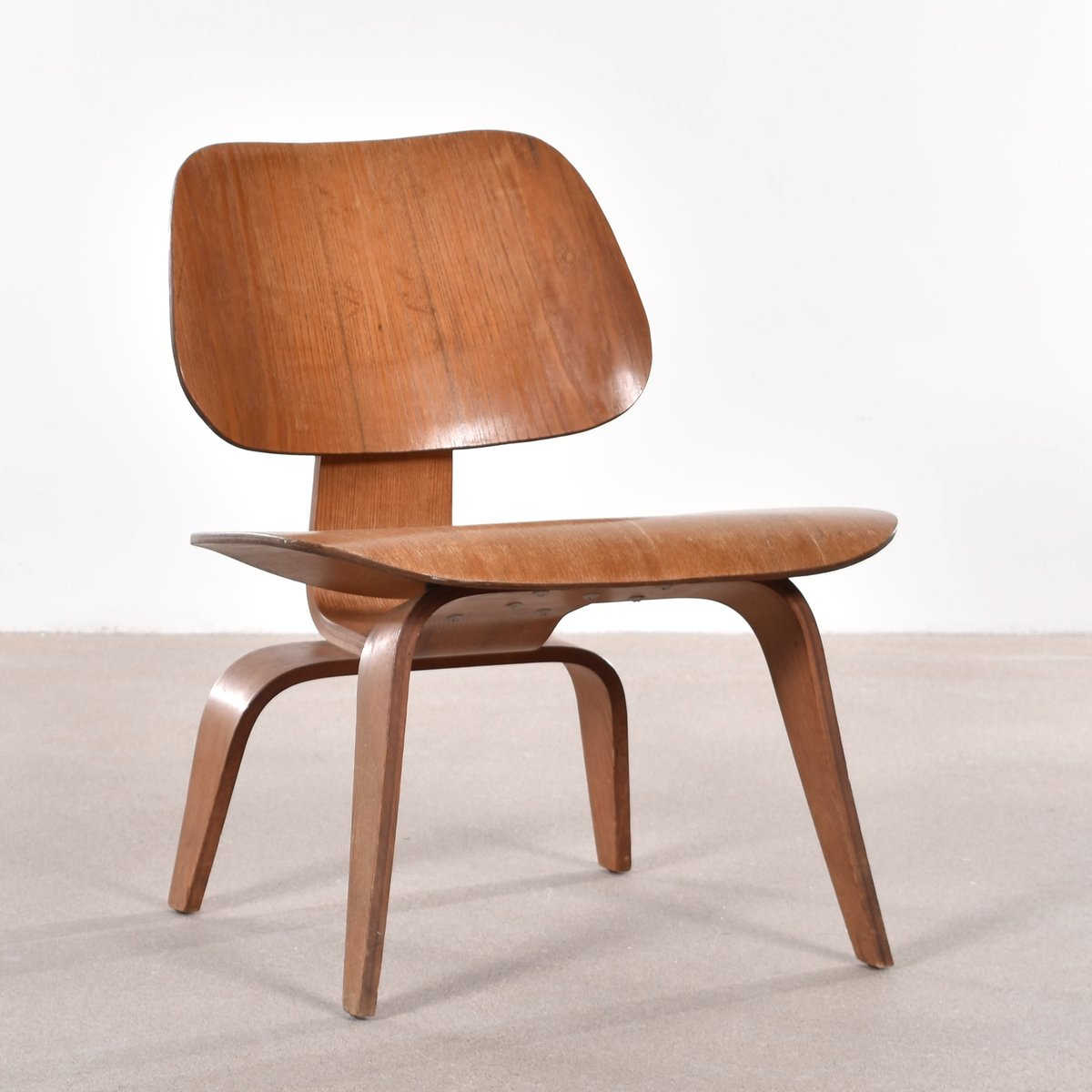 American lcw ash lounge chair by charles ray eames for for Charles eames lounge chair