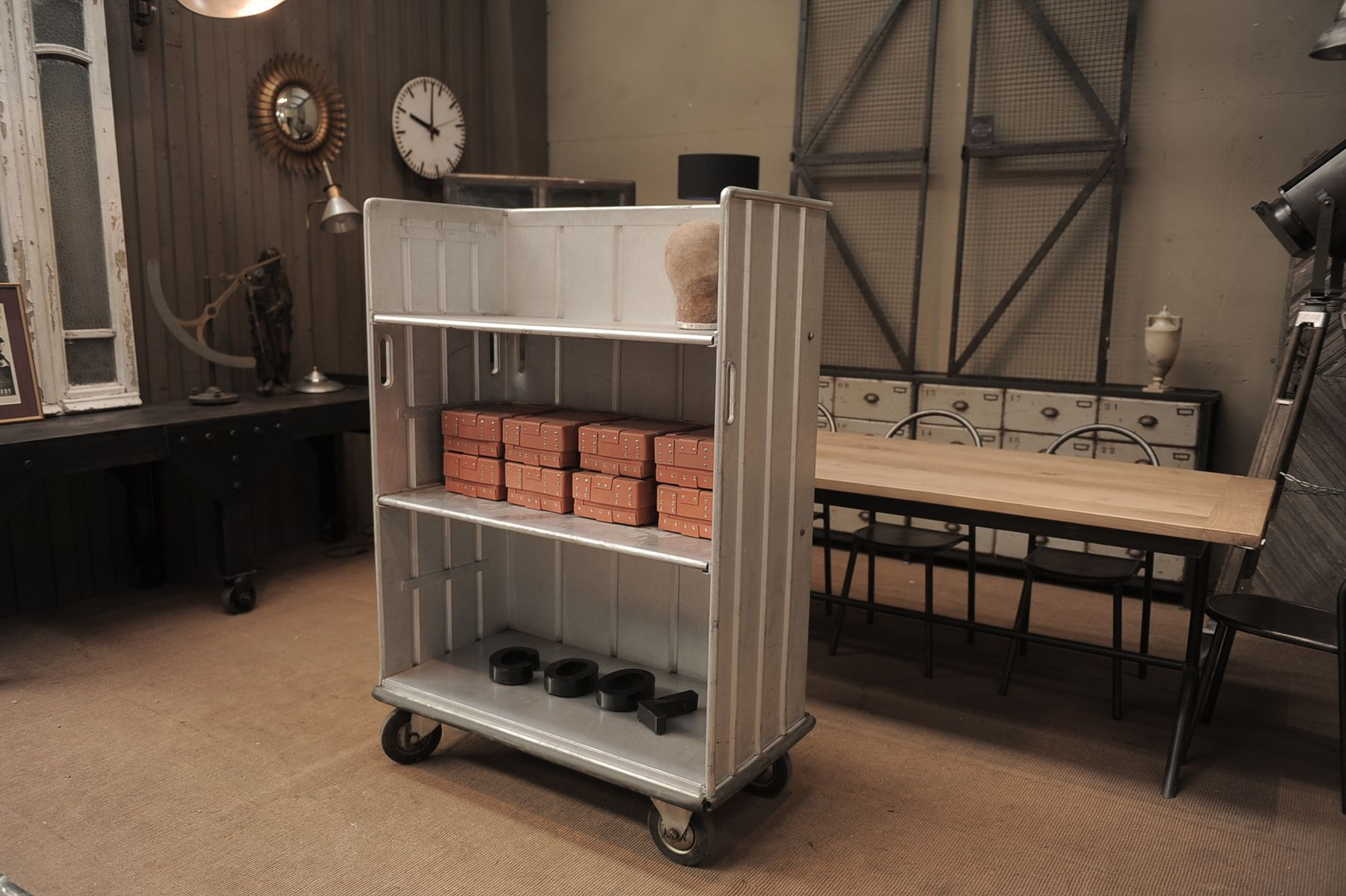meuble de rangement vintage industriel roulettes en vente sur pamono. Black Bedroom Furniture Sets. Home Design Ideas
