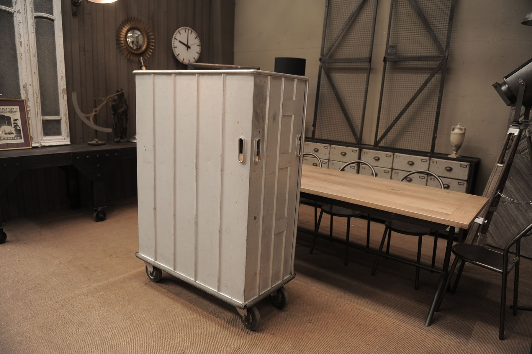 Meuble de rangement vintage industriel roulettes en vente sur pamono for Meuble de rangement industriel