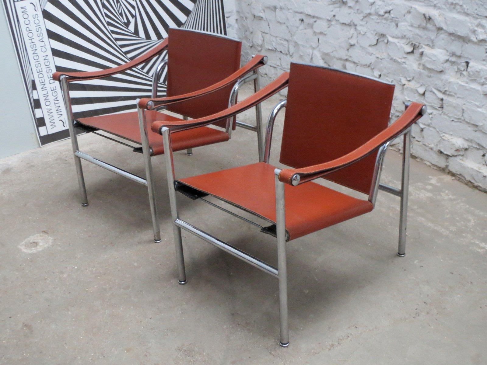 chaise basculant lc1 moderniste par le corbusier pierre jeanneret and charlotte perriand pour. Black Bedroom Furniture Sets. Home Design Ideas