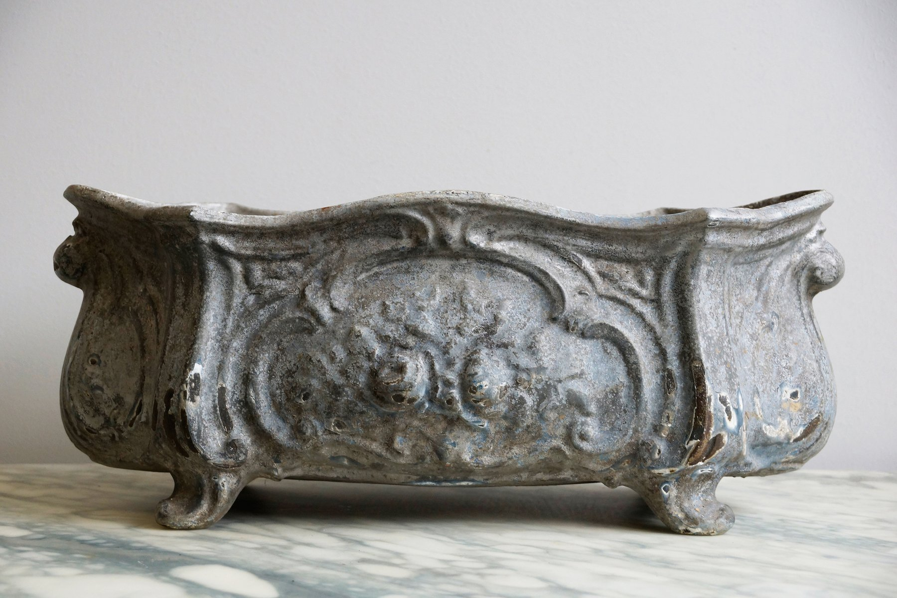 Maceta antigua de hierro fundido en venta en Pamono