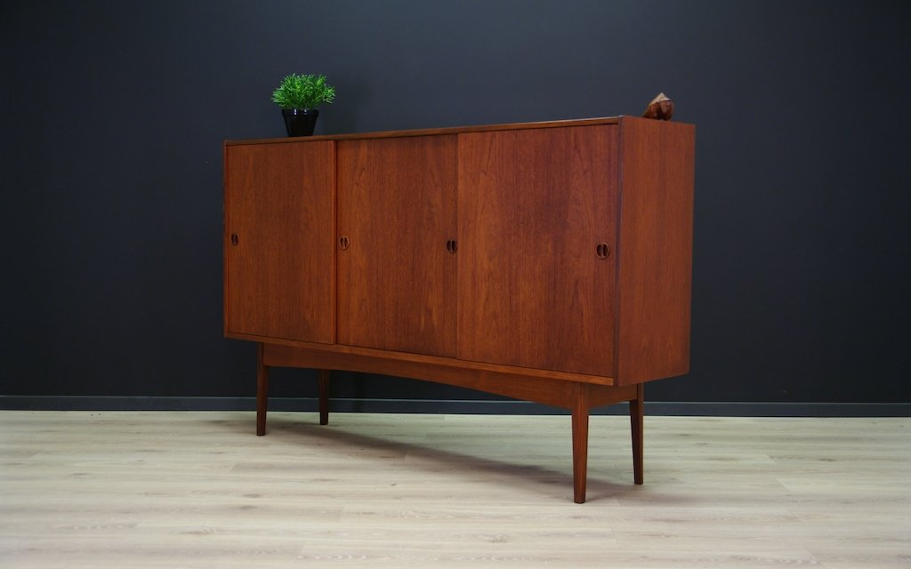 d nisches teak highboard mit schiebet ren 1970er bei pamono kaufen. Black Bedroom Furniture Sets. Home Design Ideas