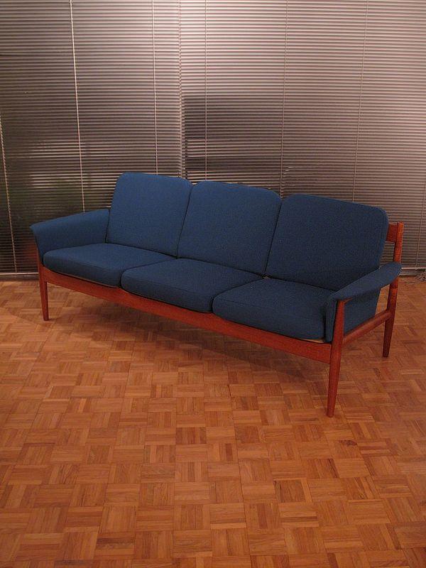 Dänisches Modell 168 Drei-Sitzer Sofa von Charles France für France & ...