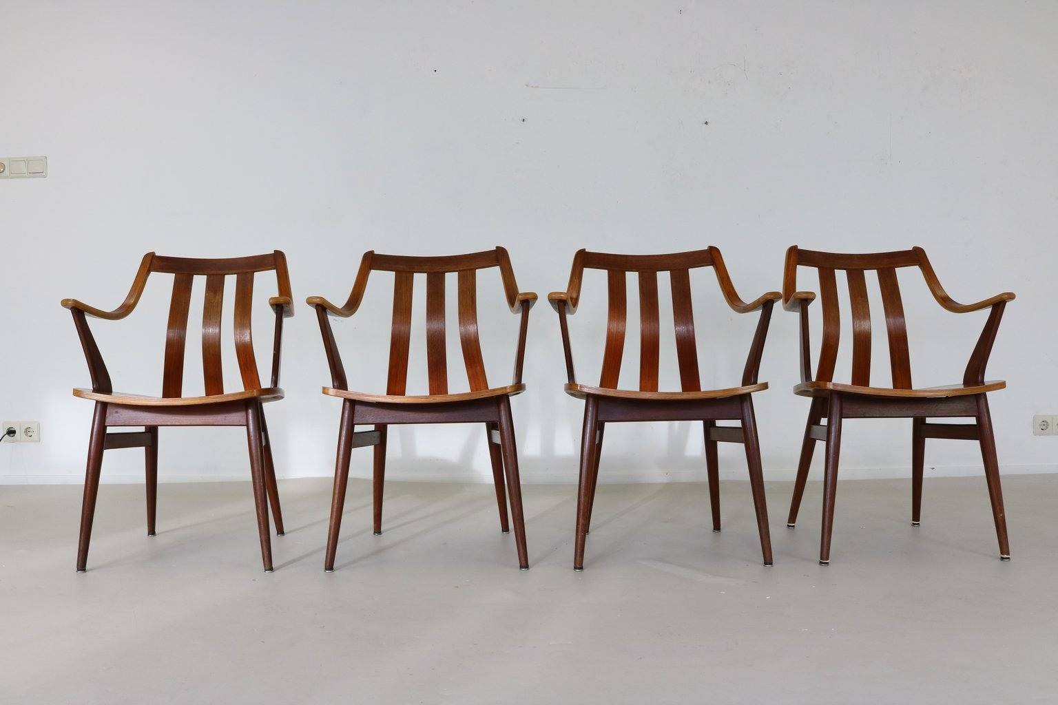niederl ndische esszimmerst hle mit armlehnen 1968 4er set bei pamono kaufen. Black Bedroom Furniture Sets. Home Design Ideas