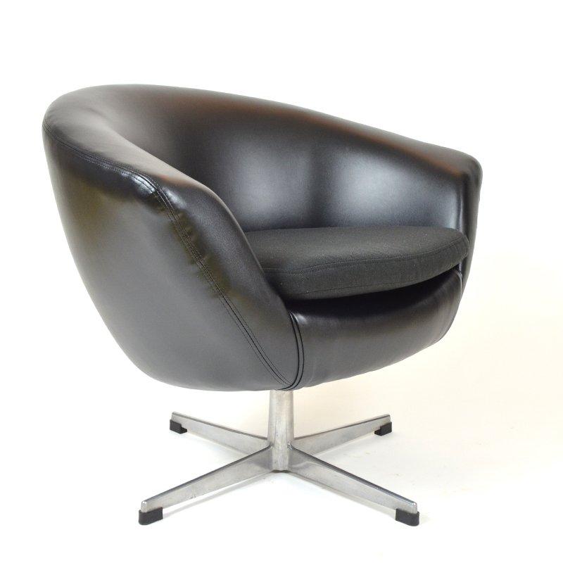 schwarzer kunstleder egg chair von up zavody rousinov bei pamono kaufen. Black Bedroom Furniture Sets. Home Design Ideas