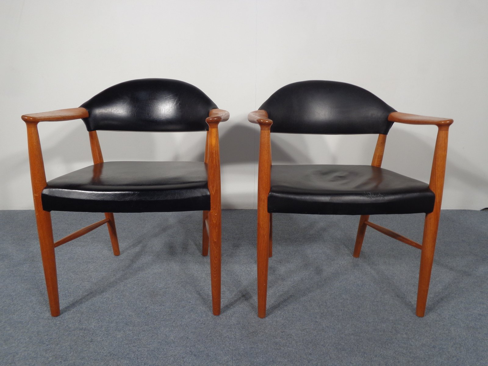 d nische vintage leder teak armlehnst hle 2er set bei pamono kaufen. Black Bedroom Furniture Sets. Home Design Ideas