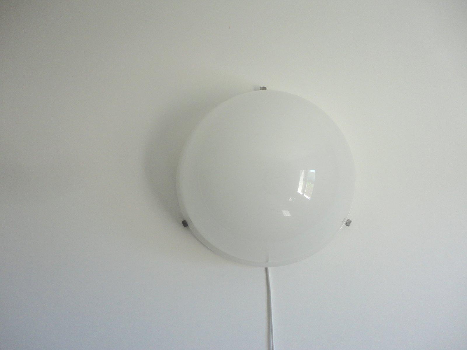 Weiße Methacrylat Wandlampe von Raak, 1970er