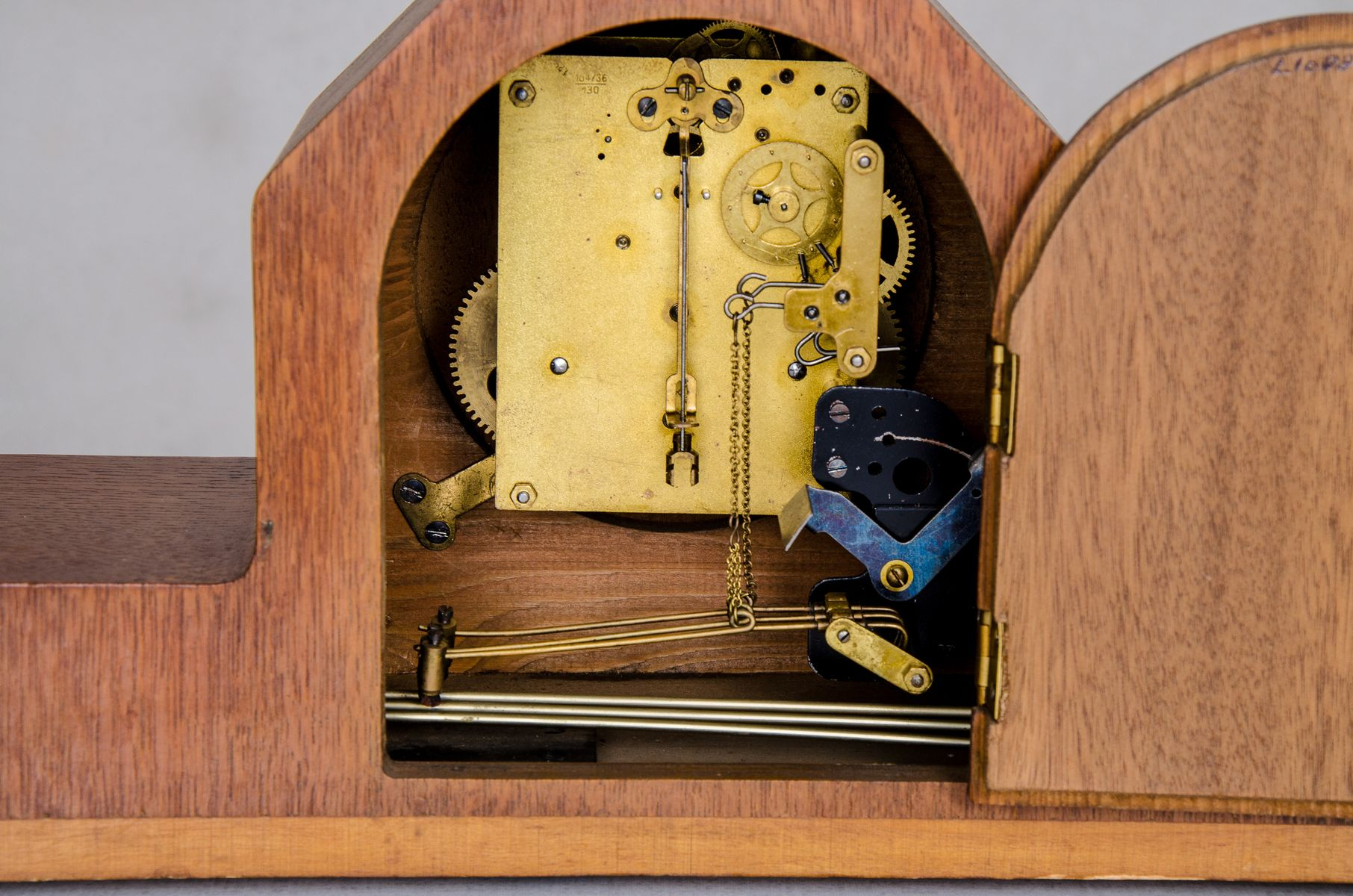 Dutch Art Deco Mantel Clock, 1930s for sale at Pamono
