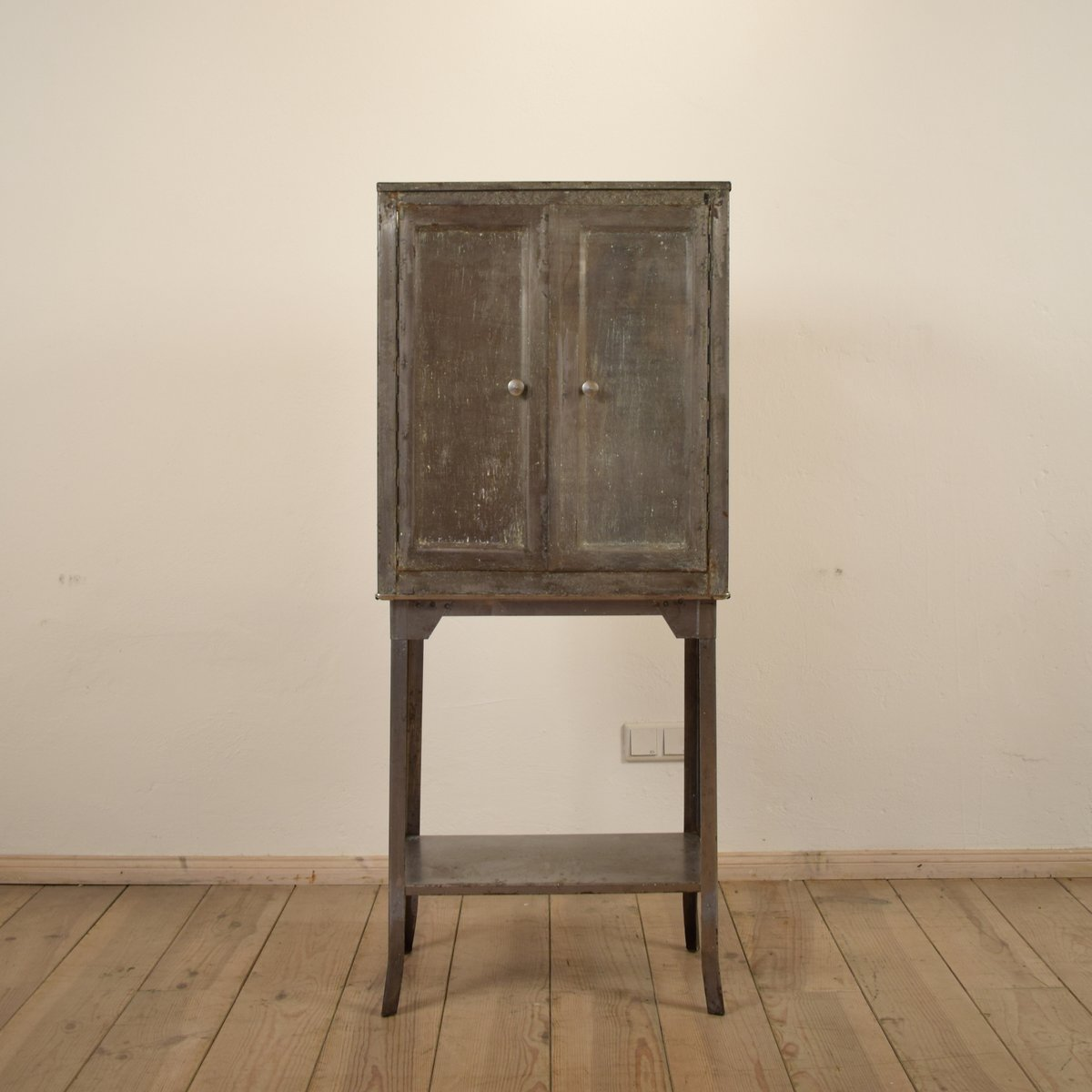 Small German Industrial Metal Cabinet, 1920s - Small German Industrial Metal Cabinet, 1920s For Sale At Pamono