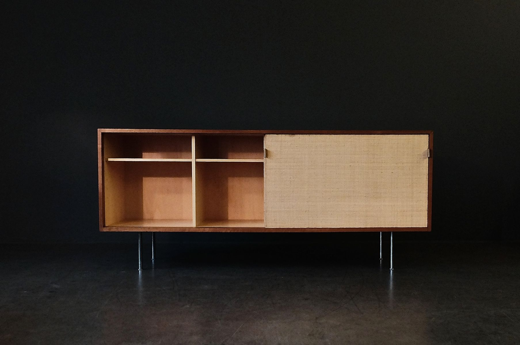 enfilade en noyer en posidonie par florence knoll pour knoll 1960s en vente sur pamono. Black Bedroom Furniture Sets. Home Design Ideas