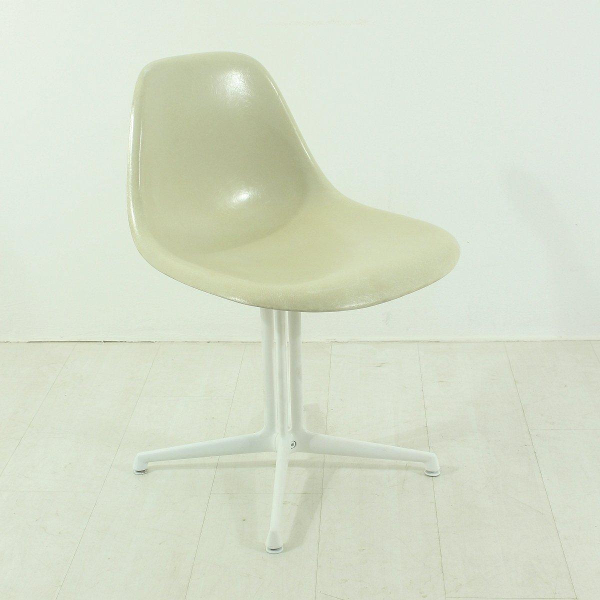 cremefarbener la fonda stuhl von charles und ray eames f r vitra bei pamono kaufen. Black Bedroom Furniture Sets. Home Design Ideas