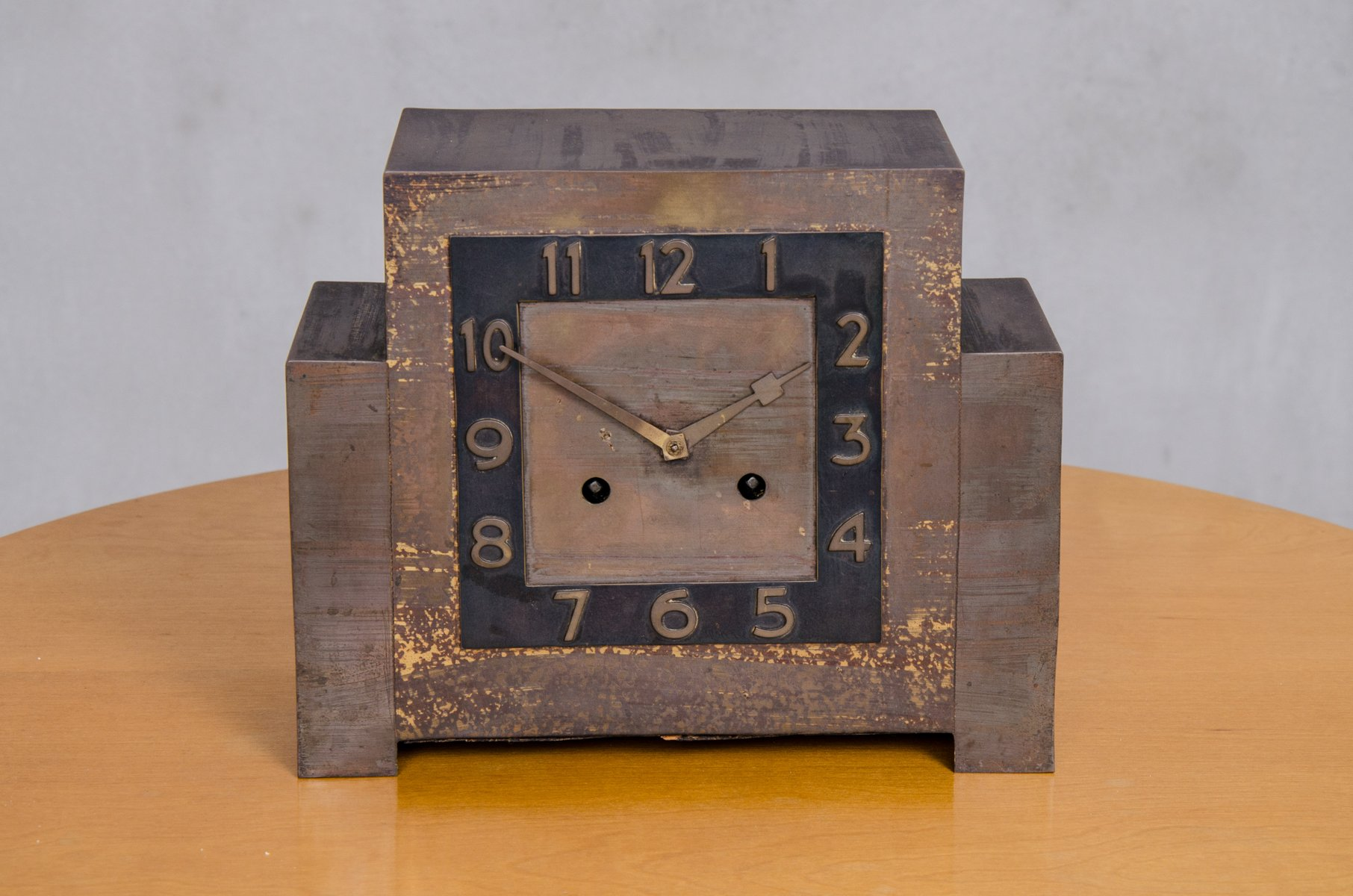 Orologio da tavolo art déco in rame anni in vendita su pamono