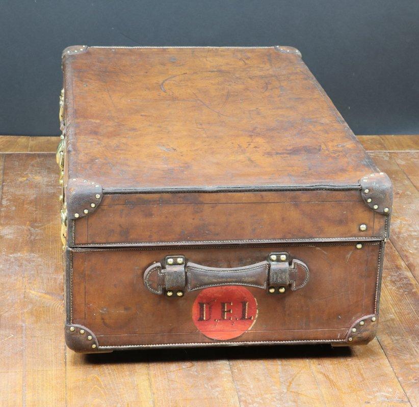 coffre antique en cuir de louis vuitton 1900 en vente sur pamono. Black Bedroom Furniture Sets. Home Design Ideas