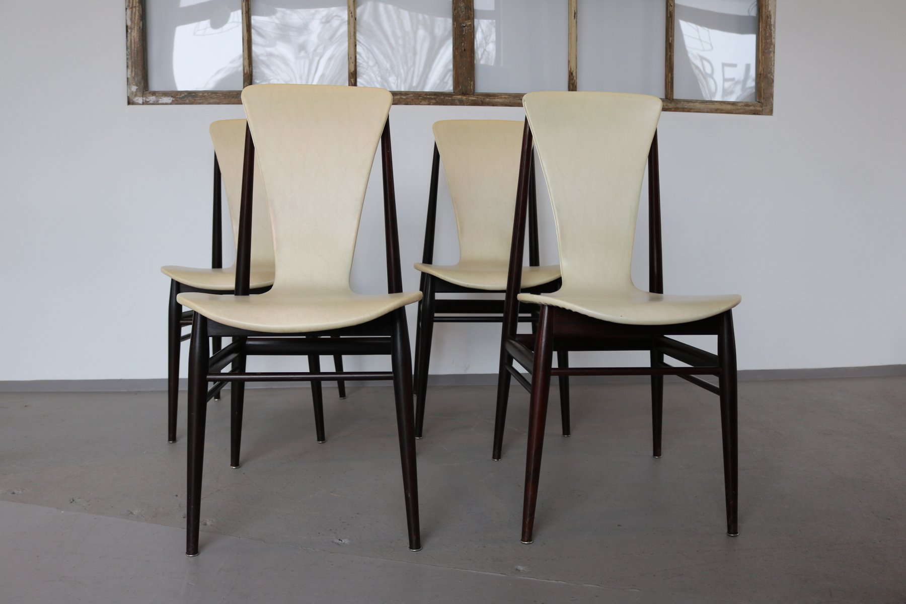 italienische teak st hle 1960er 4er set bei pamono kaufen. Black Bedroom Furniture Sets. Home Design Ideas