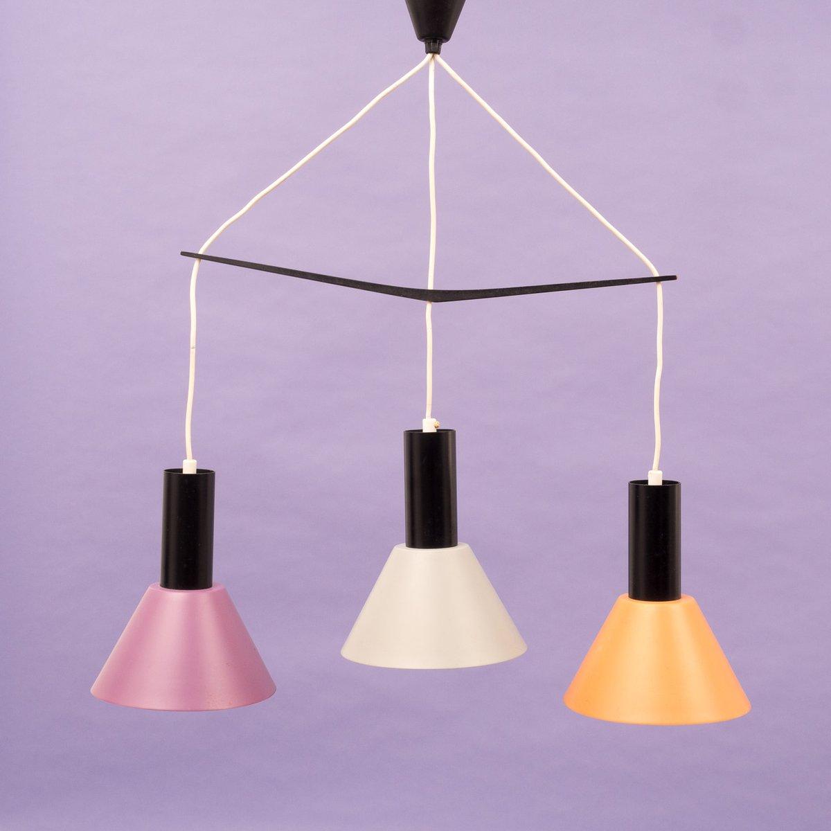 deckenlampe mit drei farbigen metall lampenschirmen 1960er bei pamono kaufen. Black Bedroom Furniture Sets. Home Design Ideas