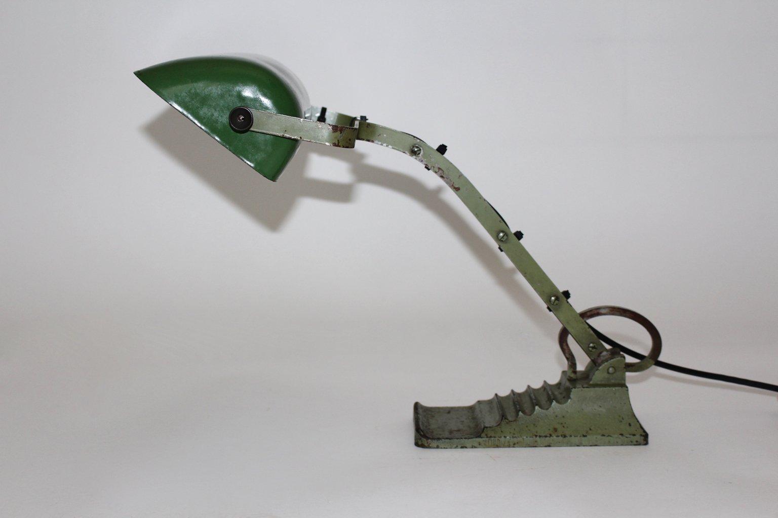 lampe de bureau bauhaus verte en verre 1920s en vente sur pamono. Black Bedroom Furniture Sets. Home Design Ideas