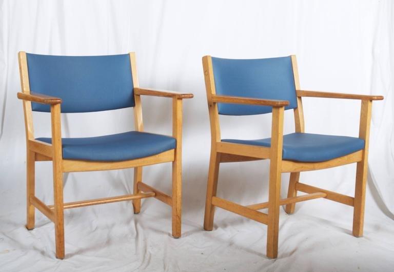 fauteuil en ch ne vintage laqu par hans j wegner pour. Black Bedroom Furniture Sets. Home Design Ideas