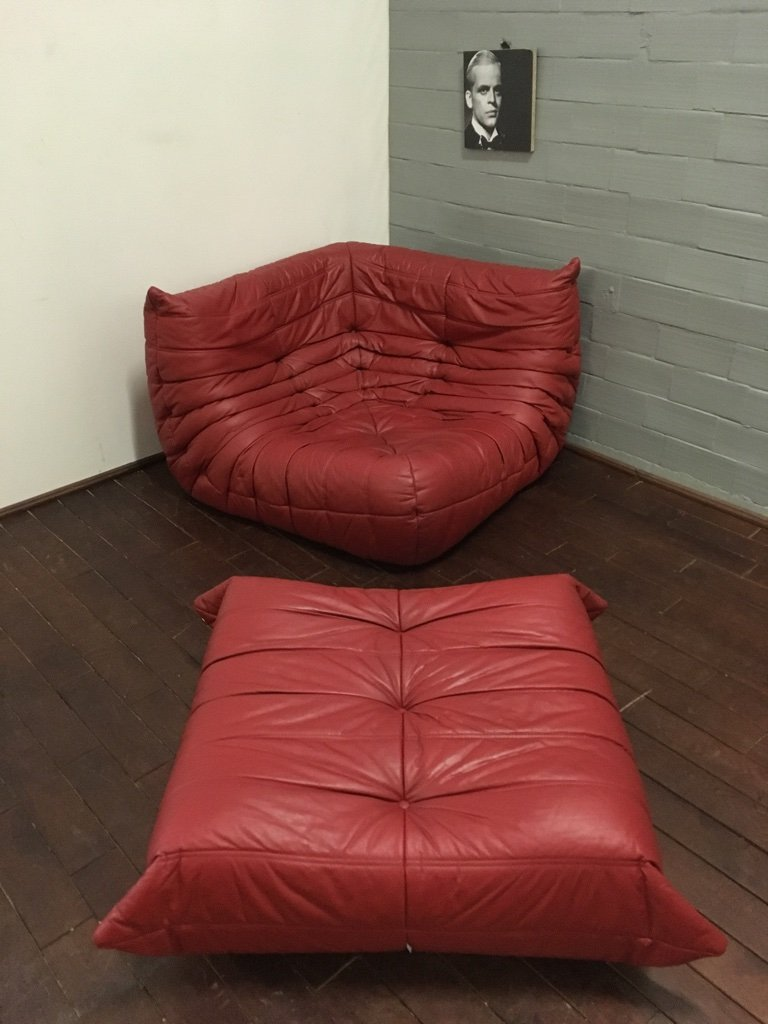 chaise rouge en cuir et pouf par michel ducaroy pour ligne roset 1974 en vente sur pamono. Black Bedroom Furniture Sets. Home Design Ideas