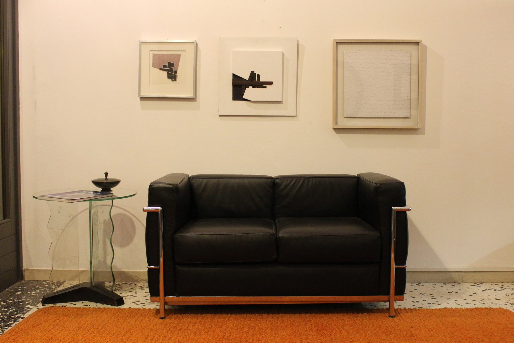 LC2 Sofa by Le Corbusier for Alivar, 1989 for sale at Pamono