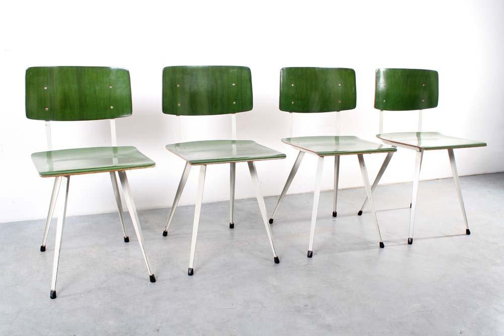 gr ne deutsche klassenzimmer st hle 4er set bei pamono kaufen. Black Bedroom Furniture Sets. Home Design Ideas