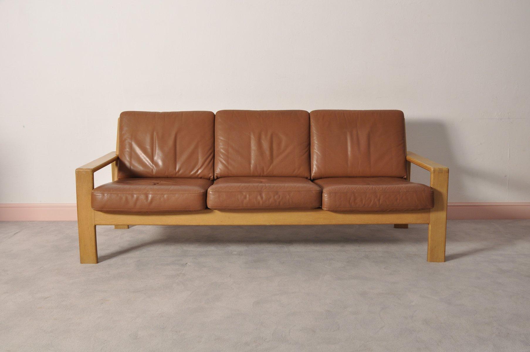 canap vintage scandinave en cuir et en ch ne 3 places. Black Bedroom Furniture Sets. Home Design Ideas