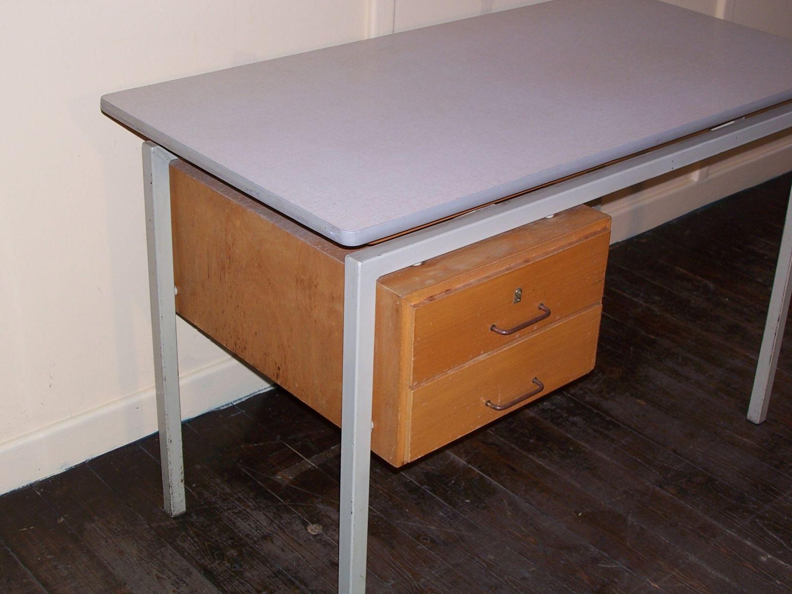 vintage schreibtisch mit formica tischplatte und schubladen aus holz bei pamono kaufen. Black Bedroom Furniture Sets. Home Design Ideas