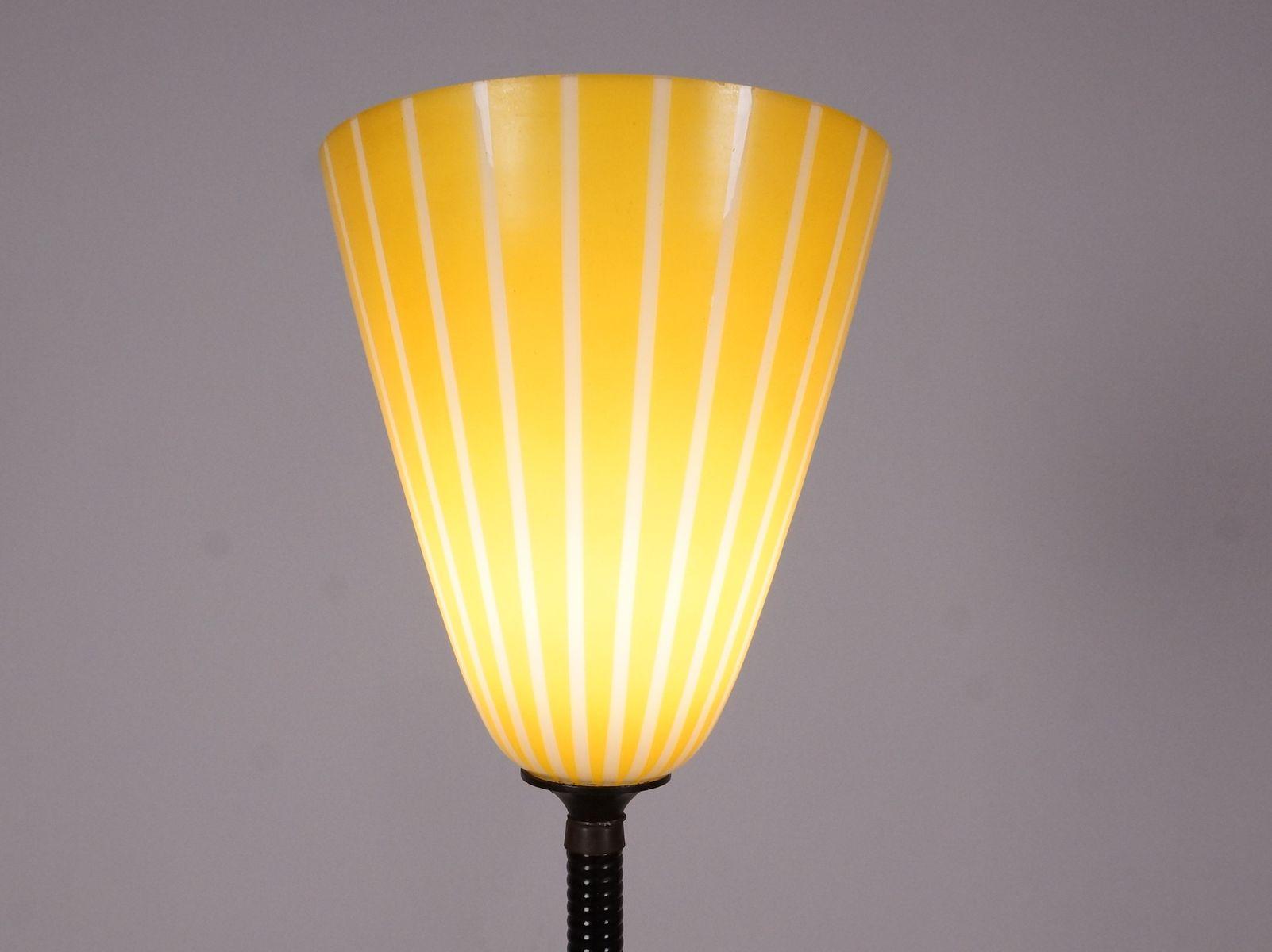 stehlampe mit gelbem lampenschirm 1960er bei pamono kaufen. Black Bedroom Furniture Sets. Home Design Ideas