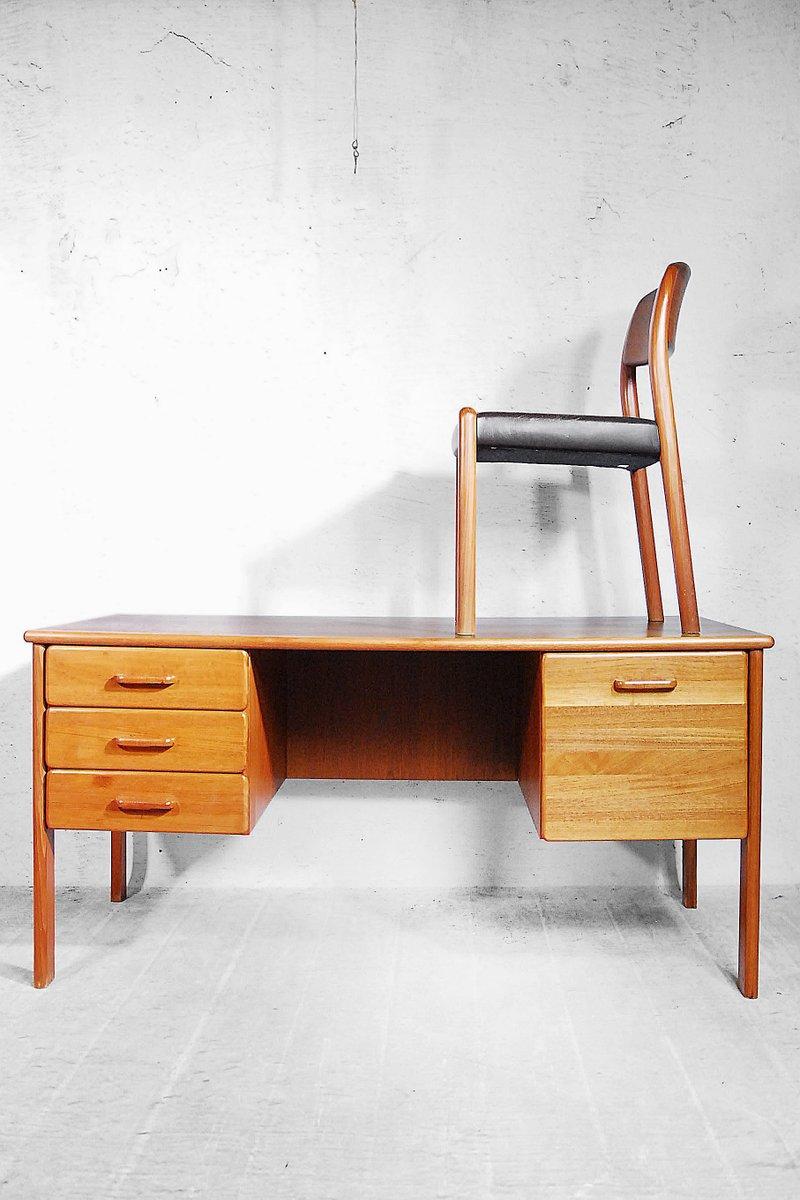 d nischer teak schreibtisch mit stuhl 1970er bei pamono kaufen. Black Bedroom Furniture Sets. Home Design Ideas