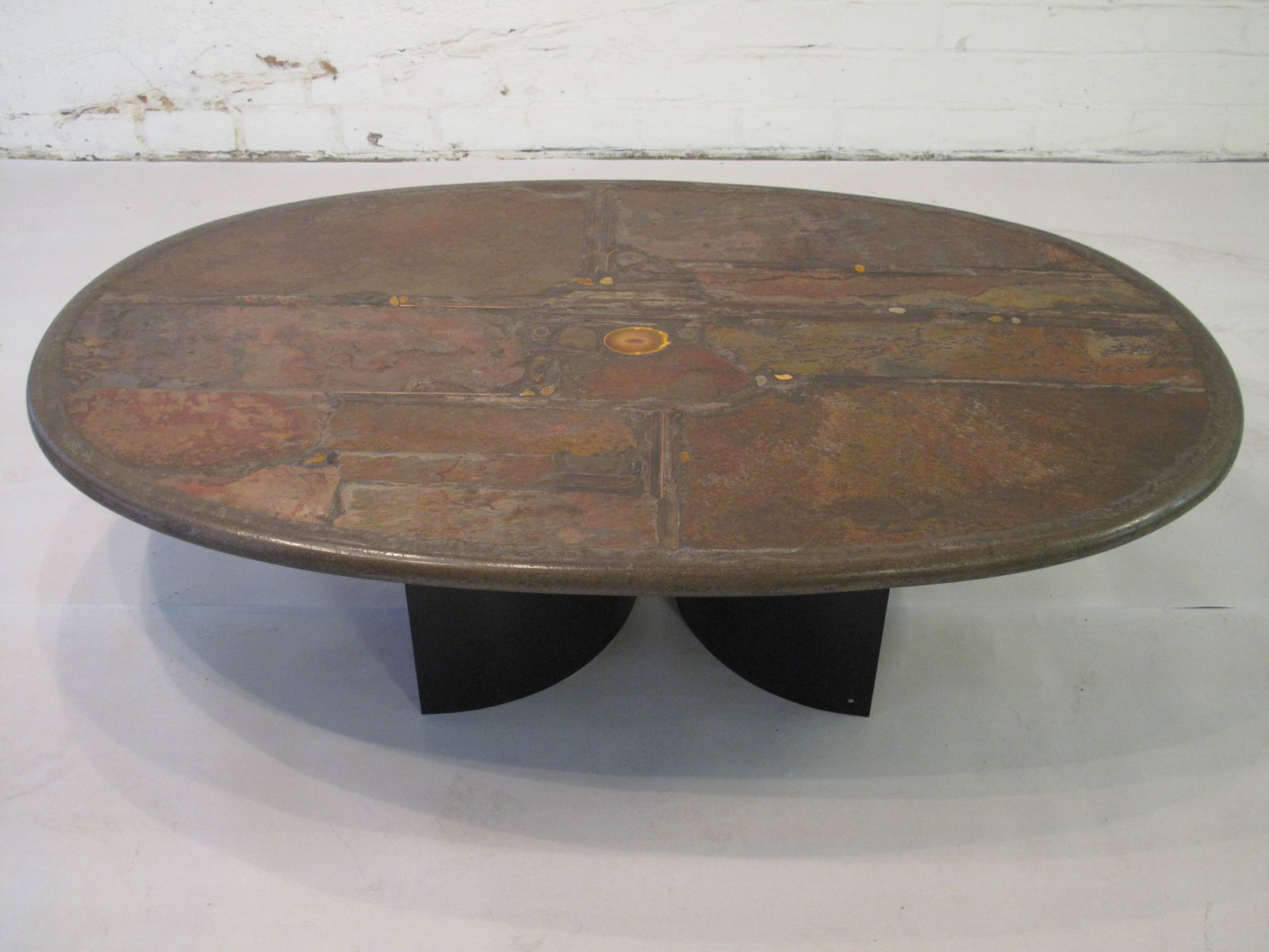 Couchtisch aus Stein, Messing, Schiefer, Kupfer und Agate von Paul Kin...