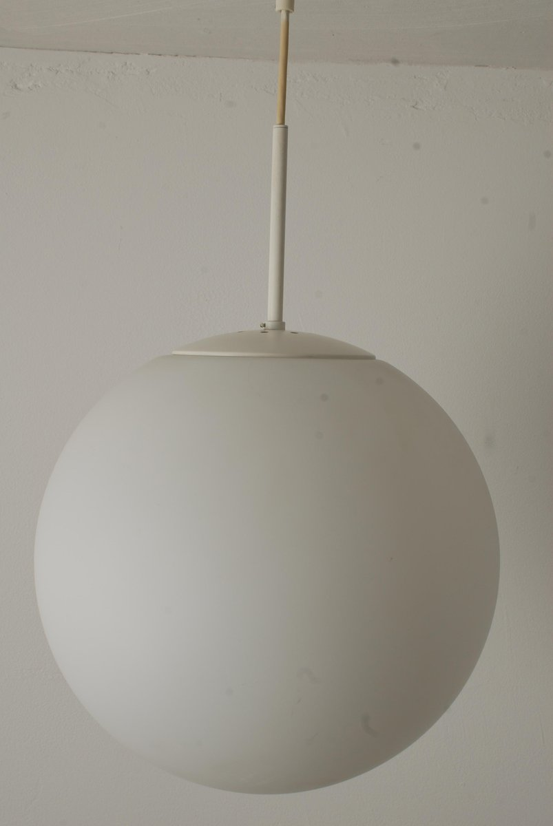 runde mid century deckenleuchte aus opalglas von glash tte. Black Bedroom Furniture Sets. Home Design Ideas