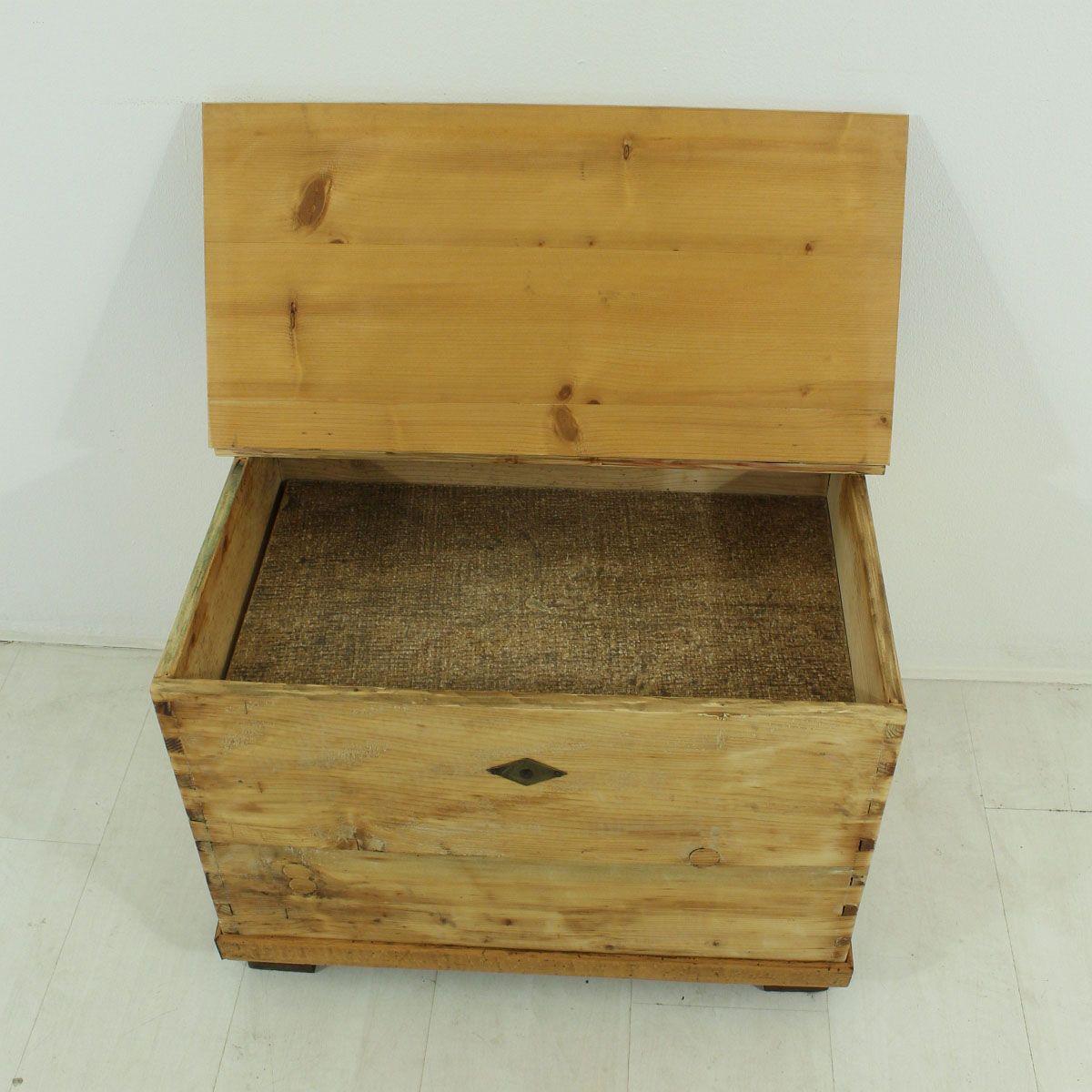 petit coffre antique en bois en vente sur pamono. Black Bedroom Furniture Sets. Home Design Ideas