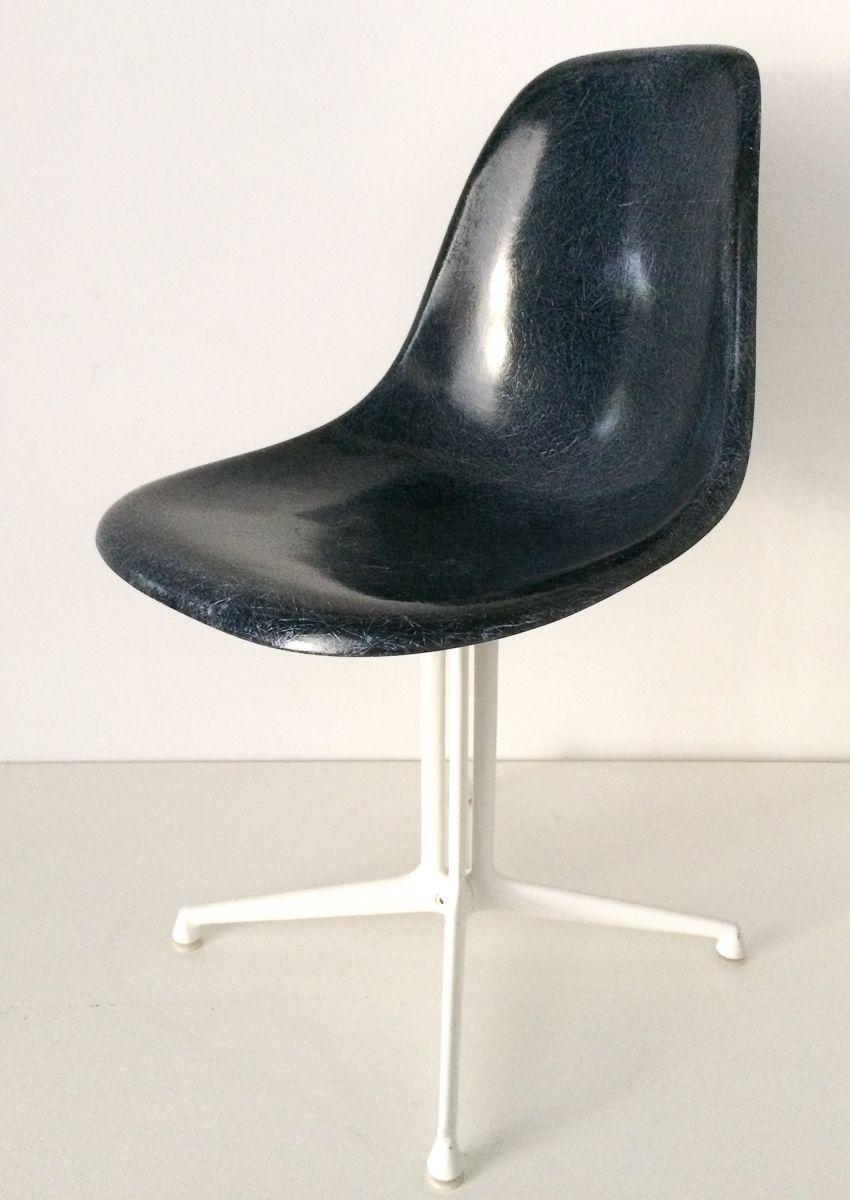 chaise d 39 appoint bleue avec base la fonda par charles ray eames pour vitra en vente sur pamono. Black Bedroom Furniture Sets. Home Design Ideas