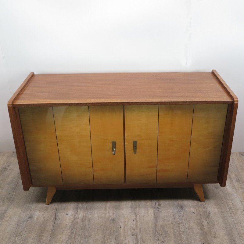 vintage holz sideboard mit lagerf chern 1950er bei pamono kaufen. Black Bedroom Furniture Sets. Home Design Ideas