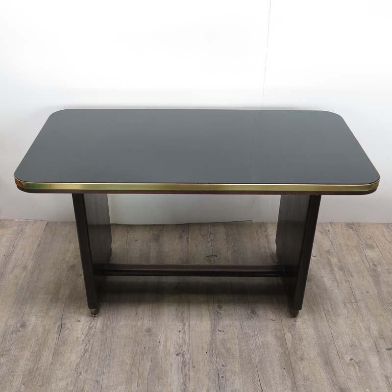 vintage holztisch mit eingelassener schwarzer glasplatte. Black Bedroom Furniture Sets. Home Design Ideas