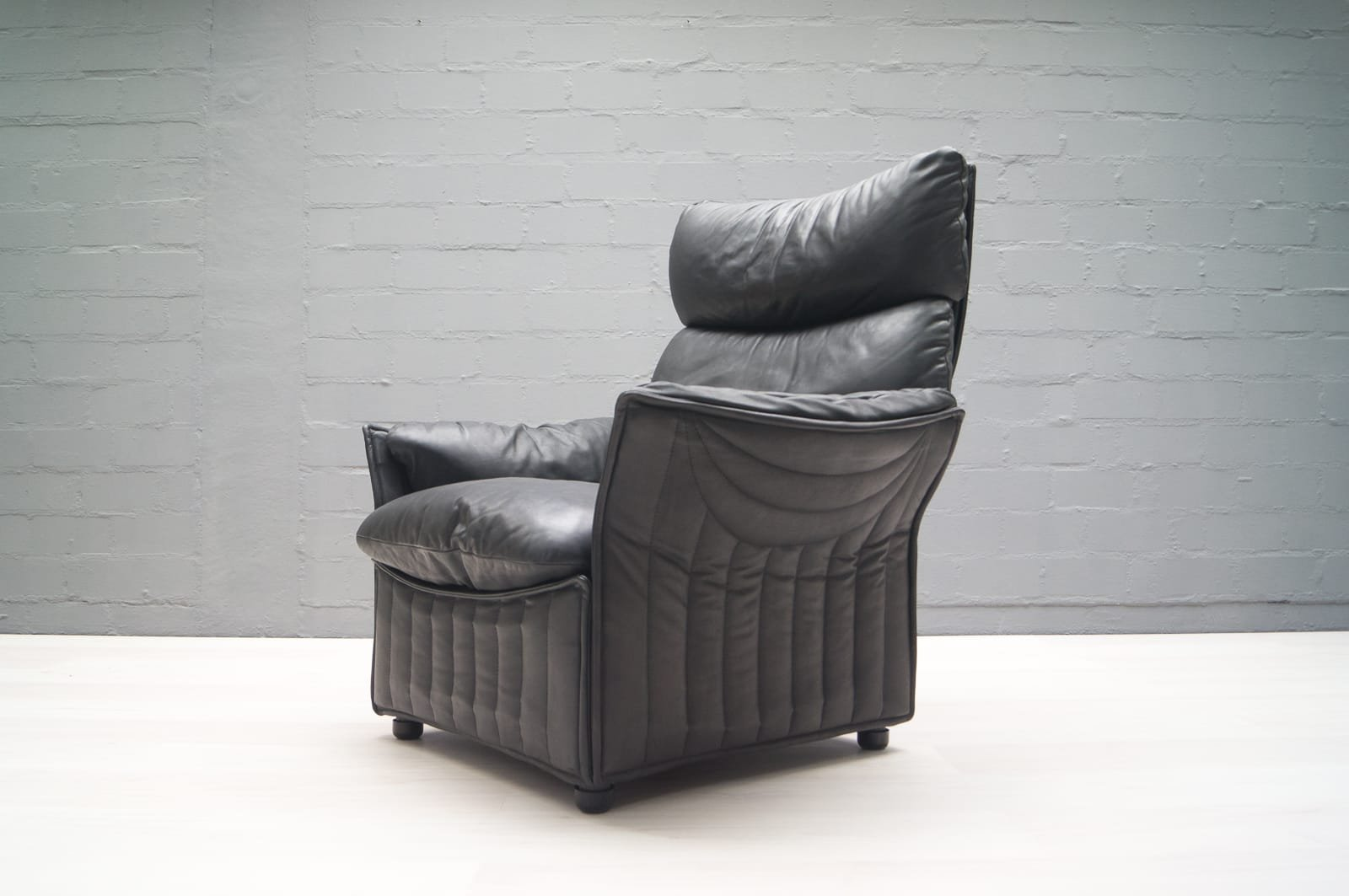 fauteuil vintage en cuir de airborne international en vente sur pamono. Black Bedroom Furniture Sets. Home Design Ideas