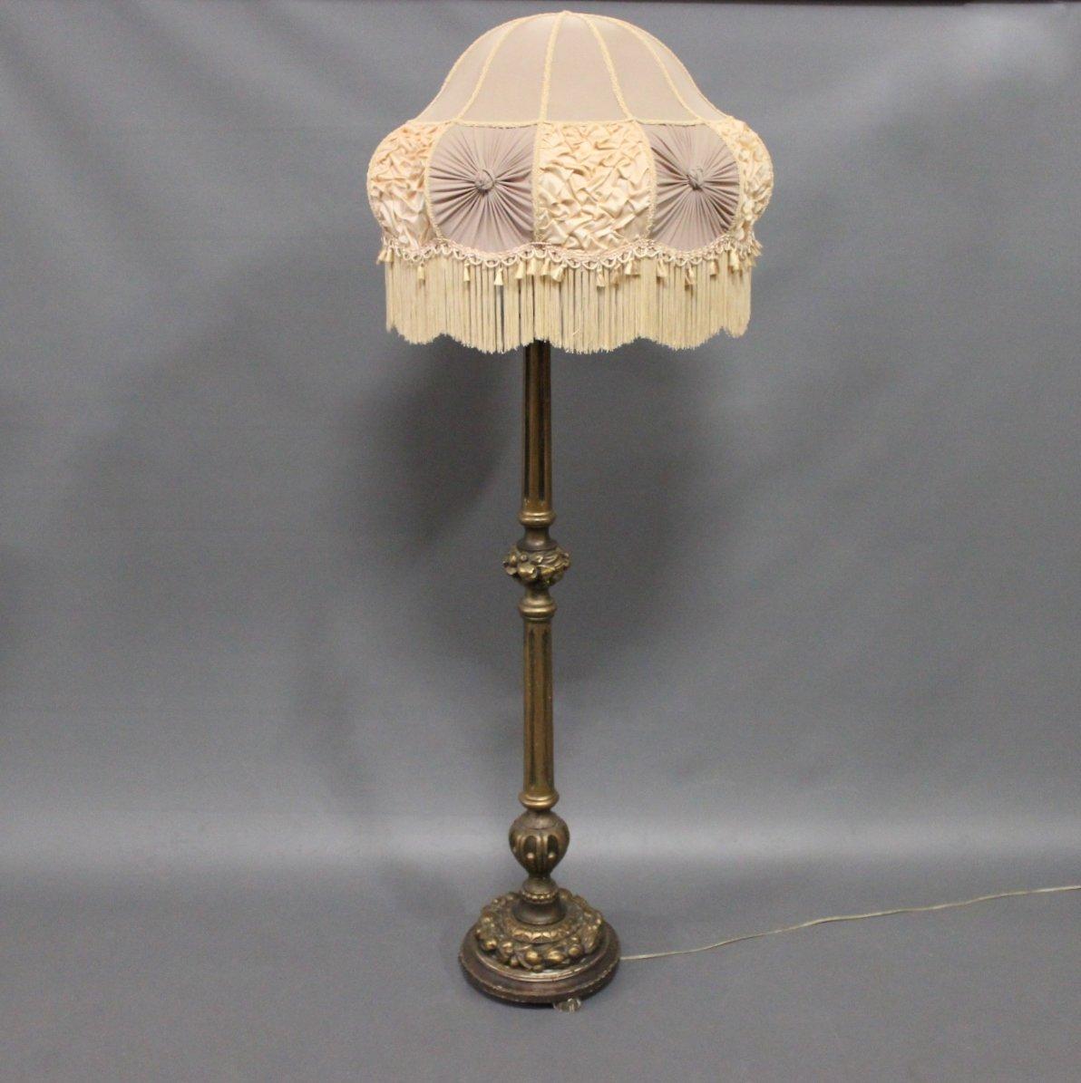 Antike Vergoldete Stehlampe aus Holz, 1920er