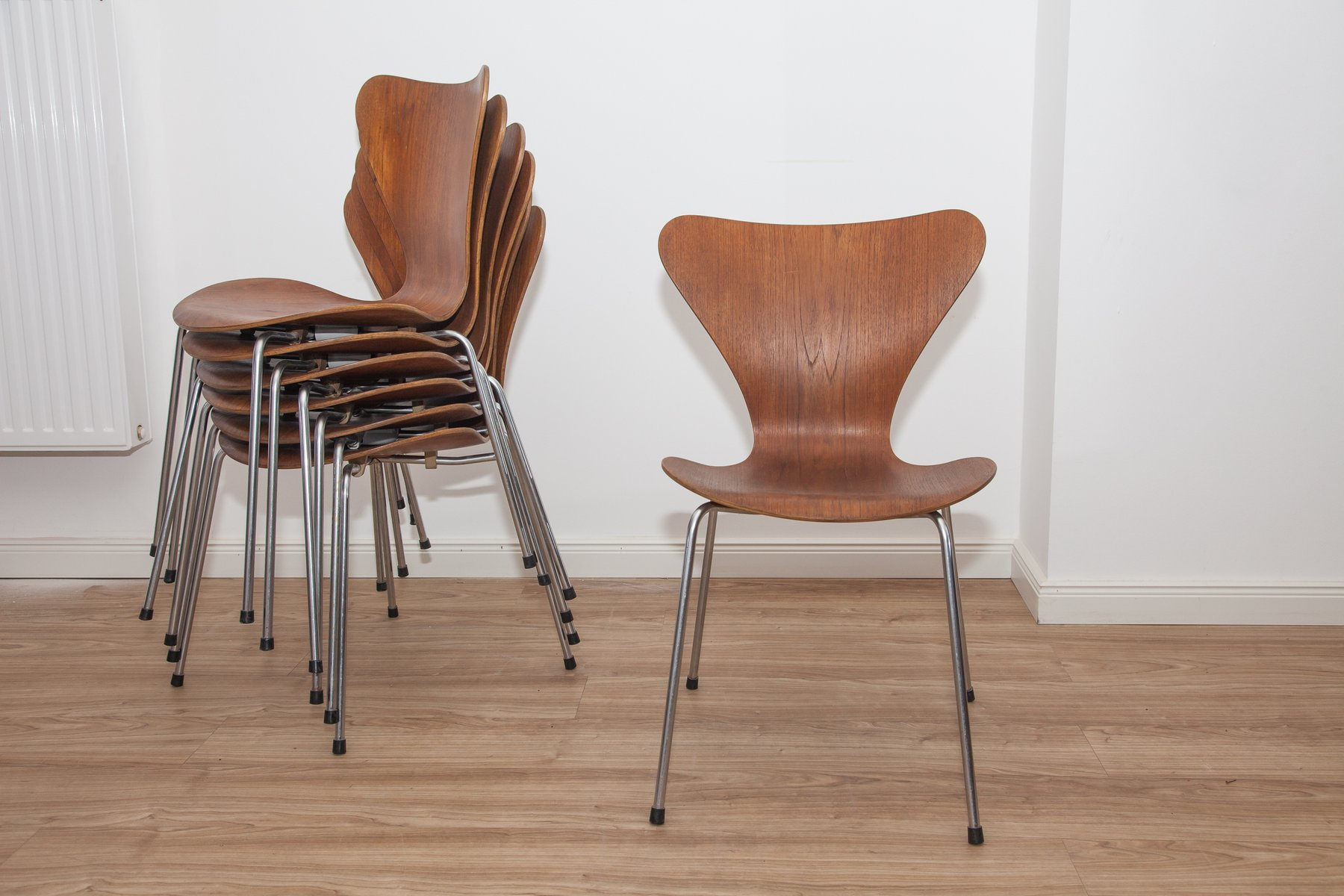 modell 3107 teak schichtholz ant st hle von arne jacobsen f r fritz hansen 1960er 7er set. Black Bedroom Furniture Sets. Home Design Ideas