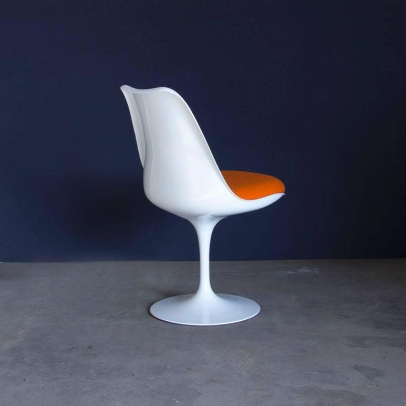Vintage Early 151 White Tulip Chairs By Eero Saarinen For