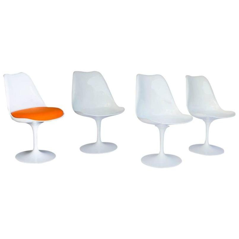 chaises tulipe 151 blanches vintage par eero saarinen pour. Black Bedroom Furniture Sets. Home Design Ideas