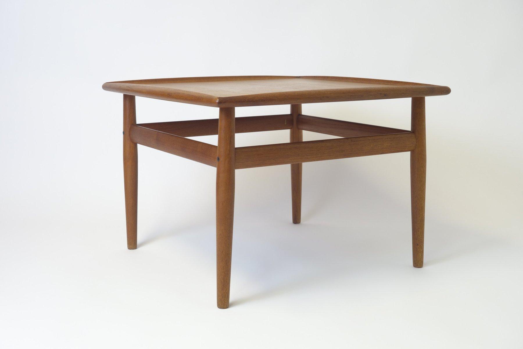table d 39 appoint carr e en teck par grete jalk pour france s n 1962 en vente sur pamono. Black Bedroom Furniture Sets. Home Design Ideas