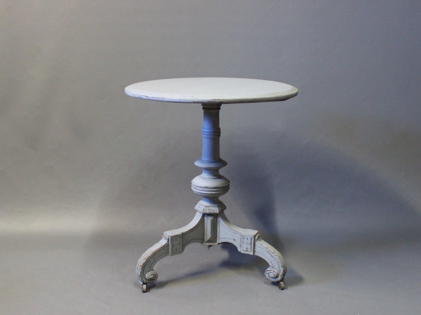 table d 39 appoint ronde style gustavien grise sur roulettes 1860s en vente sur pamono. Black Bedroom Furniture Sets. Home Design Ideas
