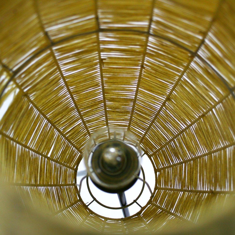 dreibein stehlampe mit bastgewebe schirm 1950er bei pamono kaufen. Black Bedroom Furniture Sets. Home Design Ideas